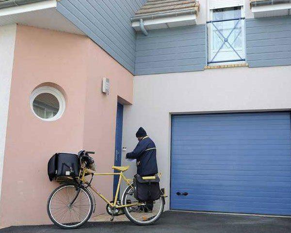 porte-de-garage-sectionnelle-sur-mesure-lv-fermetures-2