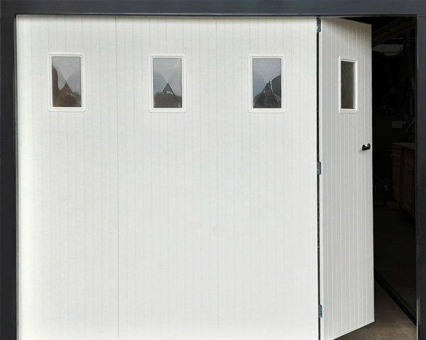 porte-de-garage-traditionnelle-pvc-2