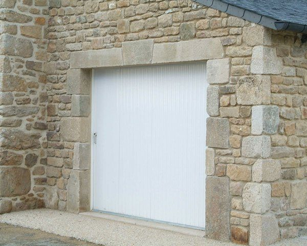 porte-de-garage-traditionnelle-pvc